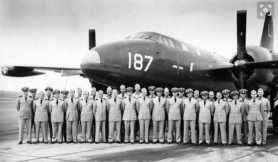 38 September 11 1946 A Lockheed P2 V 1 Neptune The Truculent Turtle sets a new distance record of 11 235 miles 18 082 km Landing in Columbus O Pinterest