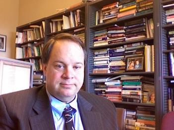 Brad_delong_in_office_200712112